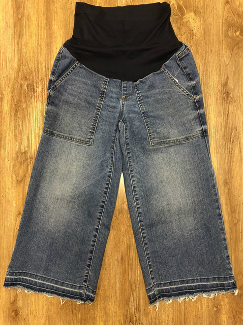 a:glow denim maternity crop. Blue wash. Size 4. 83% cotton 16% polyester 1% spandex. Machine washable. Pre-loved.