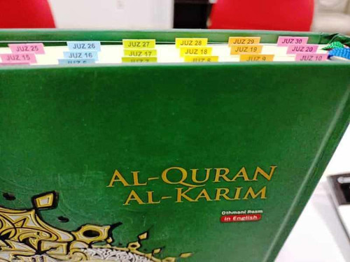 Maqdis A4 Large Al Quran Al Kareem Word-by-Word Translation Tajweed Colour Coded with 200 Tags of Verses + 30 Tags of Juz Green (Pre-Order)