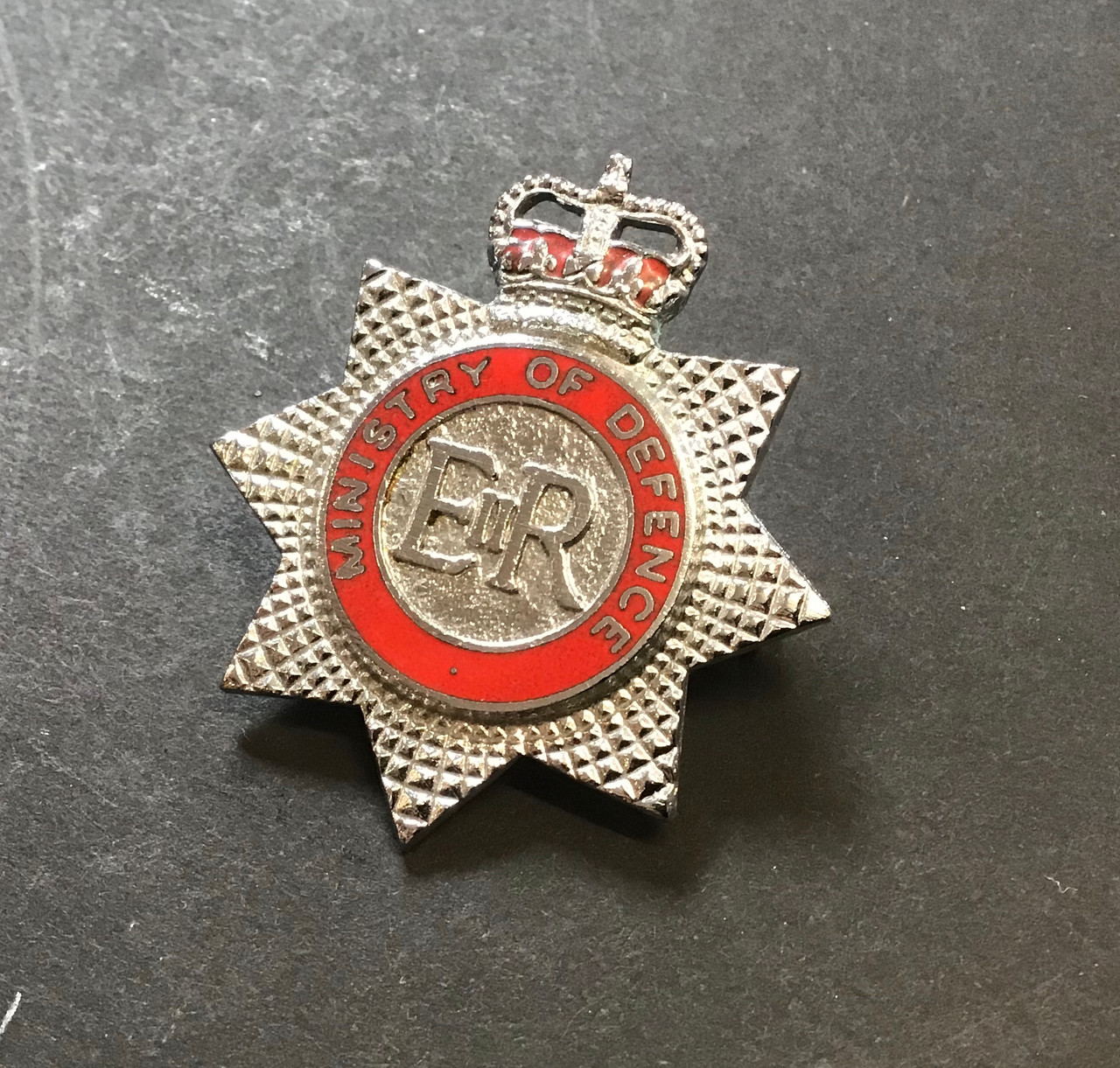 GD 461 MINISTRY OF DEFENCE FIRE SERVICE CAP BADGE