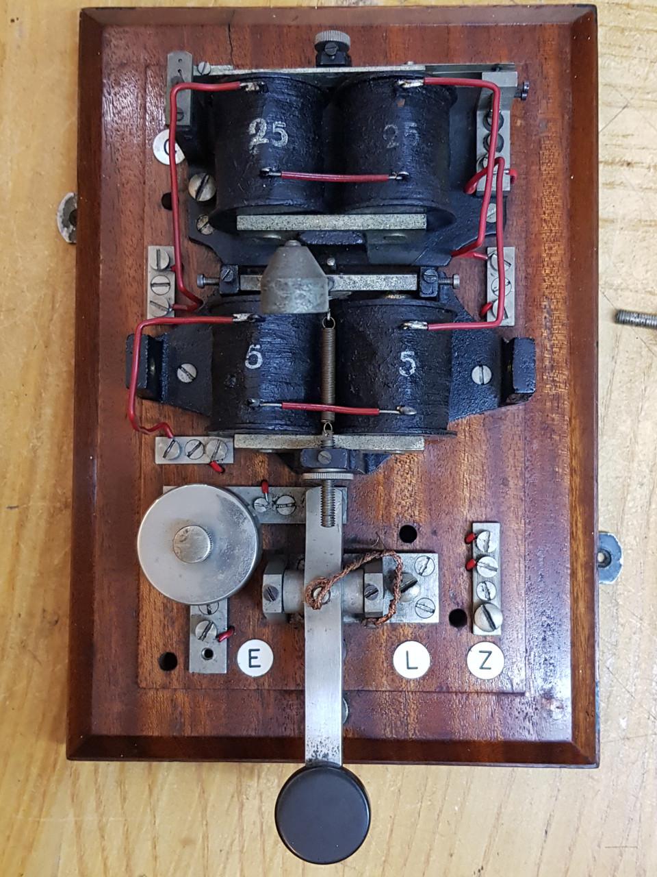 "VT 3193. G.W.R.  B.R  W.R.  ""COW"" BELL  TYPE TAPPER BLOCK BELL"