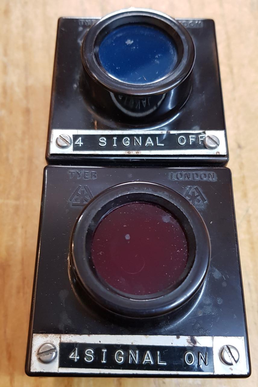 VT 3174. TYER BAKELITE NO 4  SIGNAL INDICATORS.