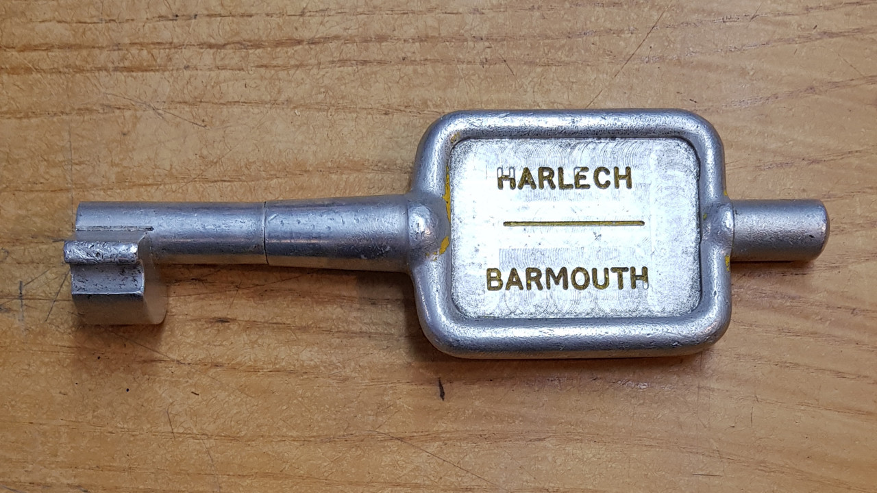 "VT 3447. SINGLE LINE ALLOY KEY ""HARLECH-BARMOUTH"""
