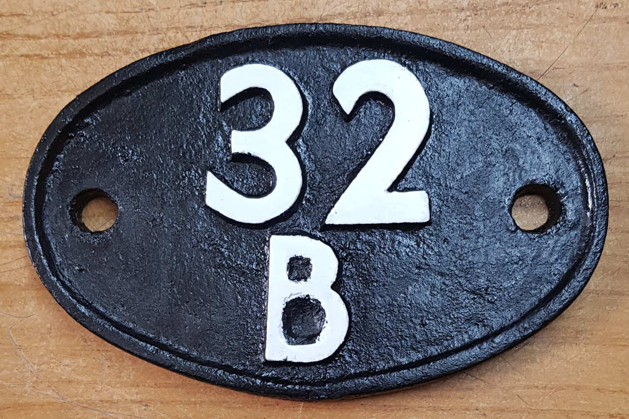 """VT 3684. CAST IRON SHED CODE PLATE 32 B """"IPSWICH"""""""