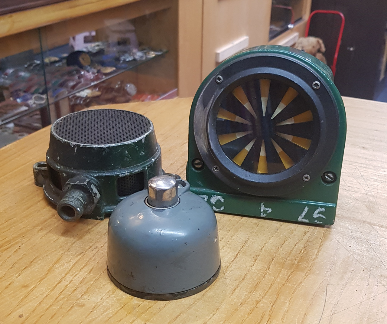 VT 3594.  A.W.S  SUNFLOWER, DRIVERS CANCEL  BUTTON & WARNING HORN.
