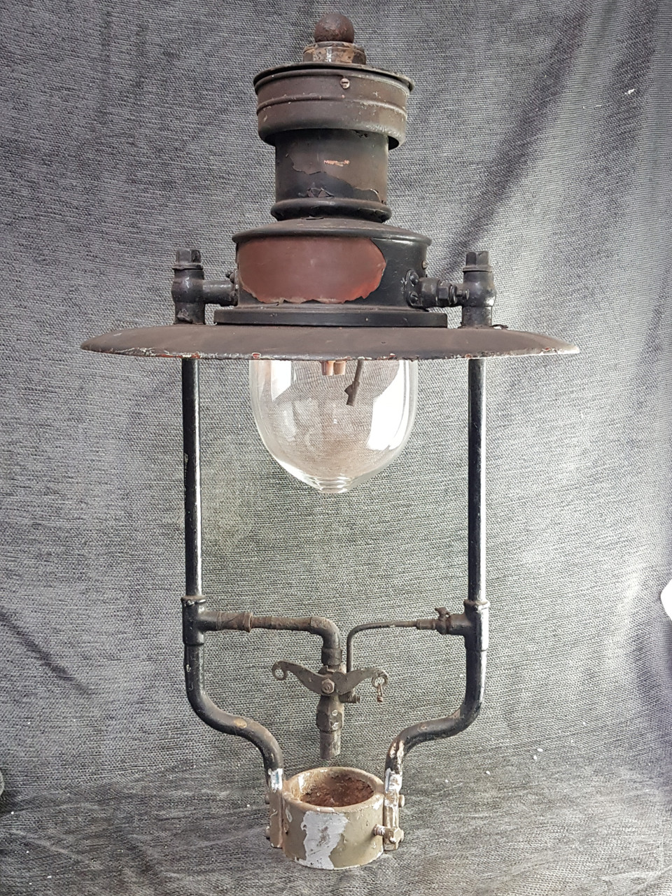 """VT 2406. SUGG """"ROCHESTER"""" LAMP TOP WITH GLASS BOWL."""