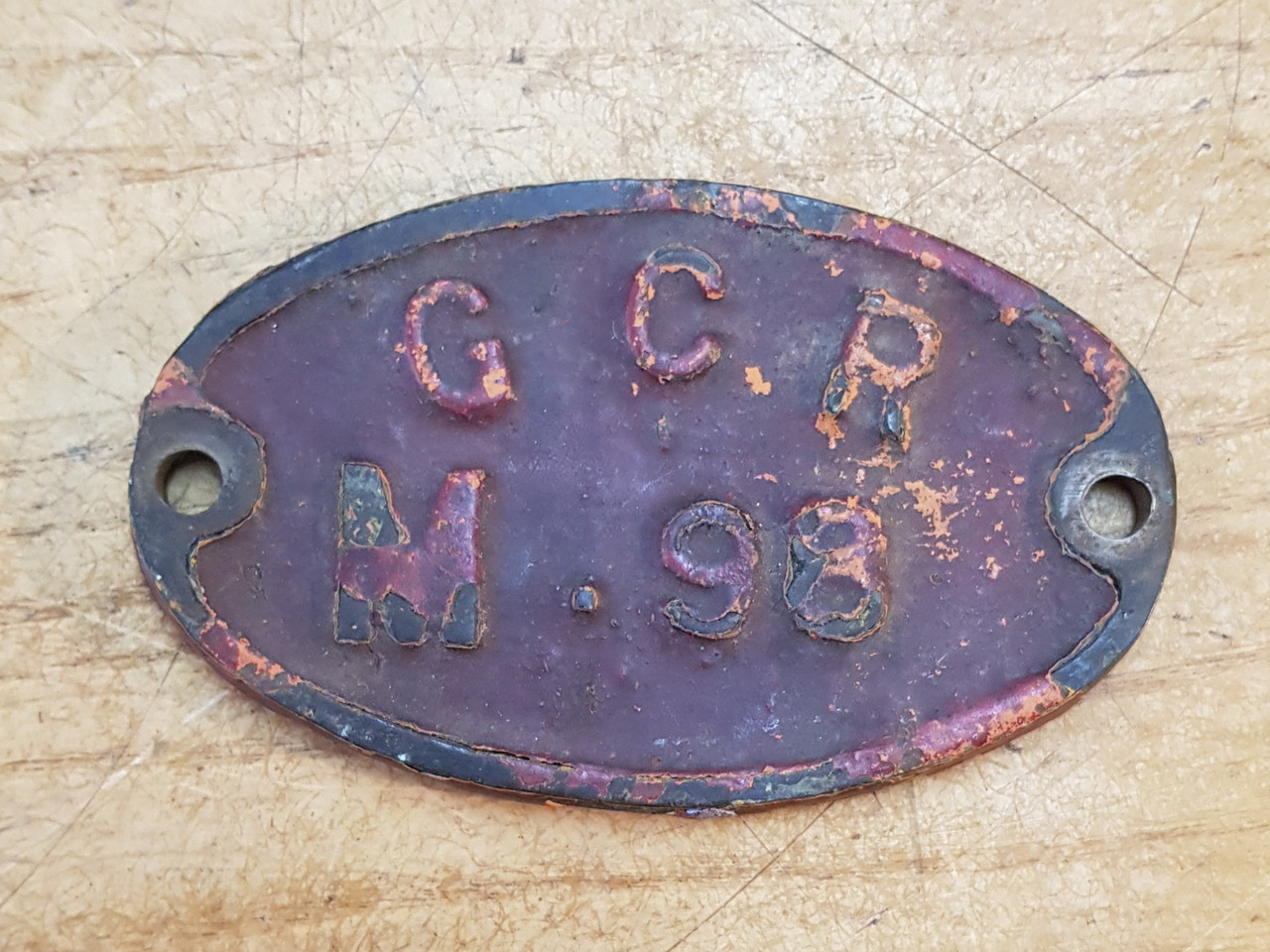 VT 4104. GREACT CENTRAL RAILWAY CAST IRON PLATE FROM A WATER CRANE.