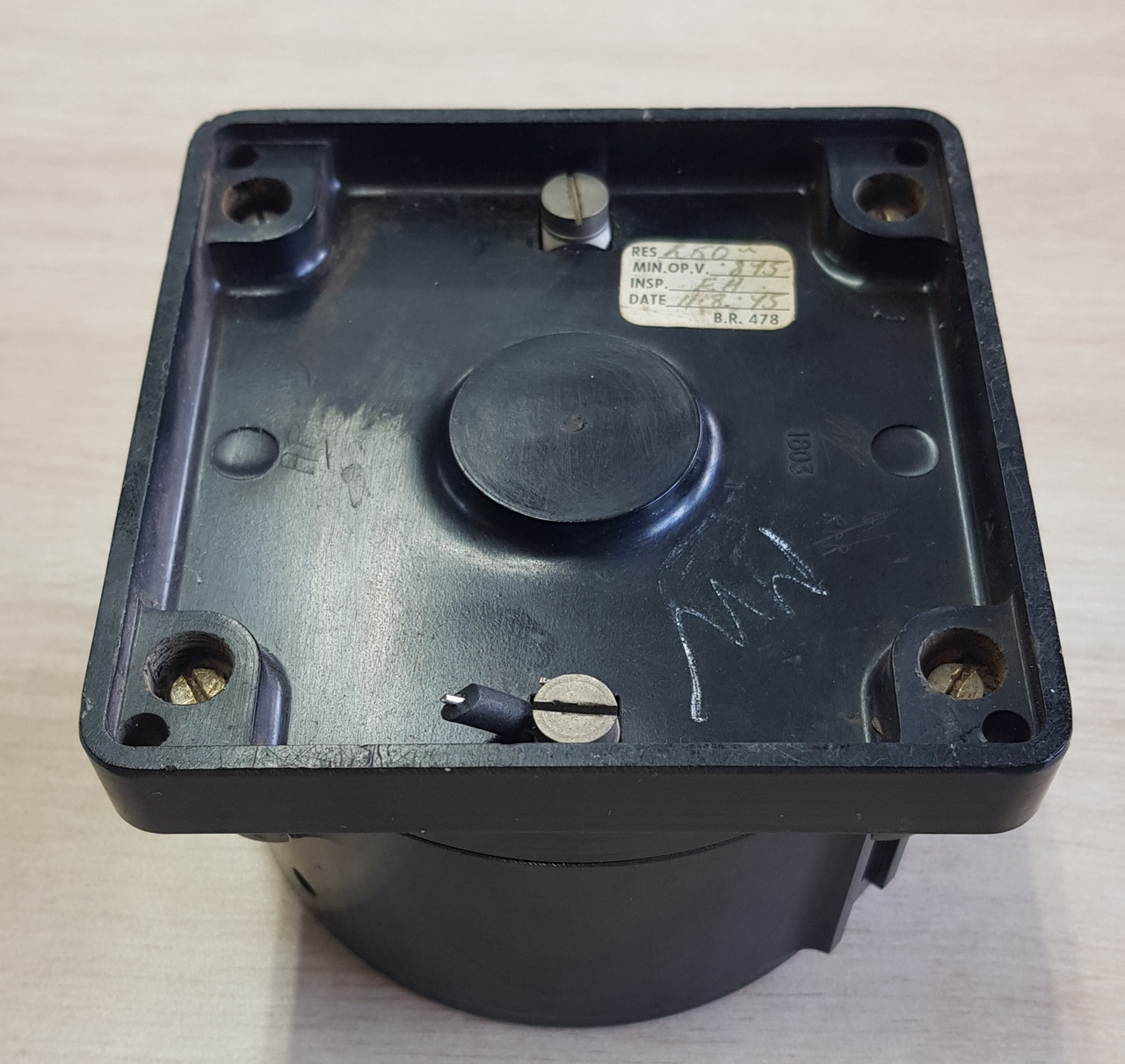VT 4079. BR(M) SQUARE BASED BAKELITE DISTANT SIGNAL REPEATER.