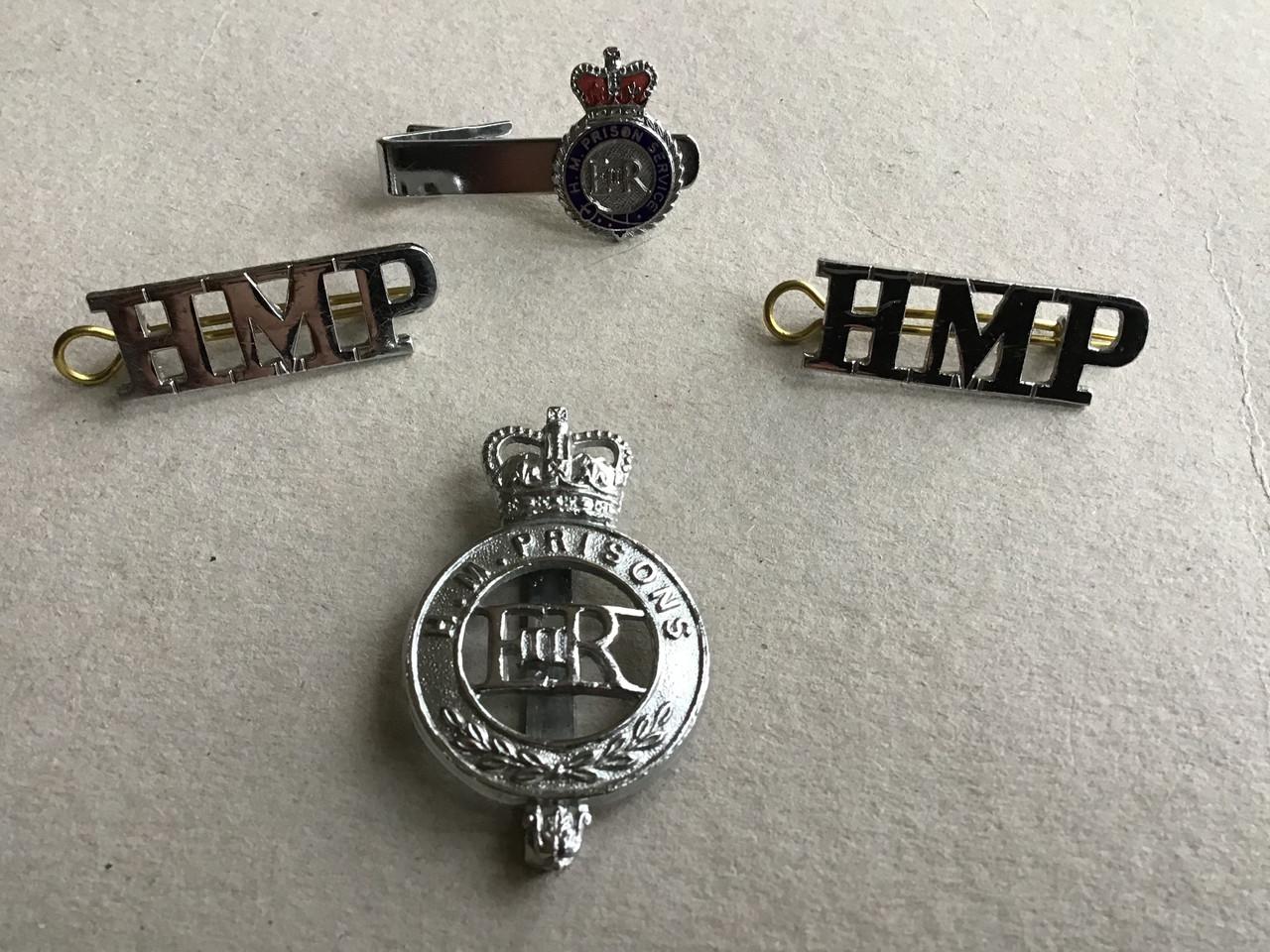GD 649 HM PRISONS CAP BADGE & HMP TITLES PLUS TIE CLIP.
