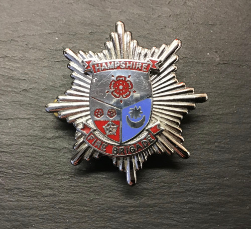 GD 852 HAMPSHIRE FIRE BRIGADE CAP BADGE