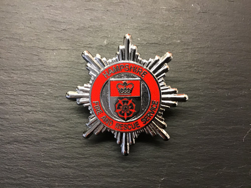 GD 854 HAMPSHIRE FIRE AND RESCUE SERVICE CAP BADGE