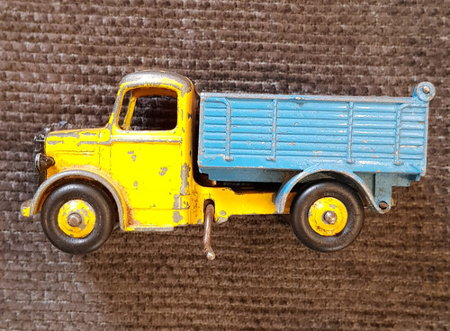 VT 3055. DINKY BEDFORD TIPPER LORRY  410 OF 1955.