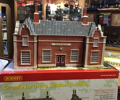 D 972 HORNBY SKALEDALE  GREAT NORTERN STATION BUILDING