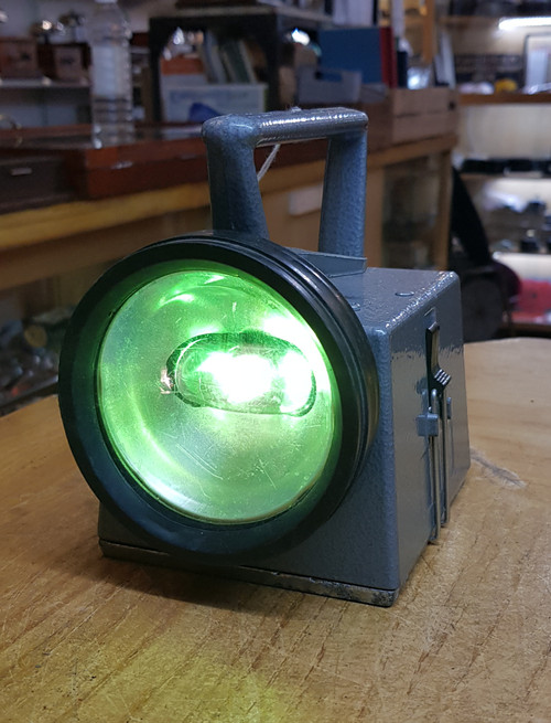 VT 0612. B.R. BARDIC HANDLAMP WORKING WITH NEW BATTERY.