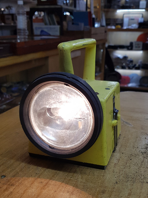 VT 1447. B.R. BARDIC HANDLAMP WORKING WITH NEW BATTERY.
