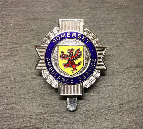 SOMERSET AMBULANCE SERVICE CAP BADGE GD 978
