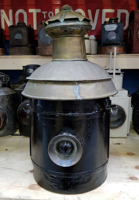 VT1042. GREAT NORTHERN RAILWAY LARGE SIGNAL LAMP CASE AND INTERIOR.