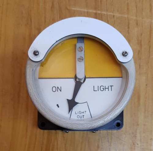 VT 2345. THOMPSON WHITE BAKELITE LIGHT OUT INDICATOR.