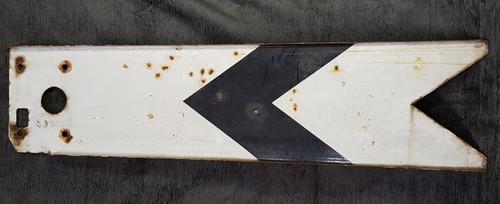 VT 2713. BR W.R. 4` ENAMEL DISTANT SIGNAL BLADE.