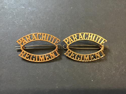 GD 569 PARACHUTE REGIMENT SHOULDER TITLES.