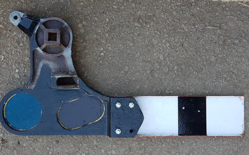 VT 2543. L.M.S. SUBSIDARY SIGNAL SPECTACLE PLATE AND BLADE.