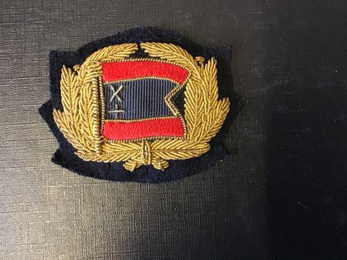 GD 882 MERCHANT NAVY OFFICER CAP BADGE OF THE CURRIE LINE.