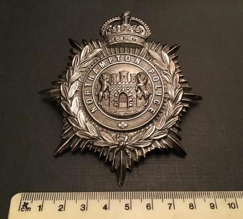 GD 533 NORTHAMPTON  POLICE KINGS CROWN HELMET PLATE.