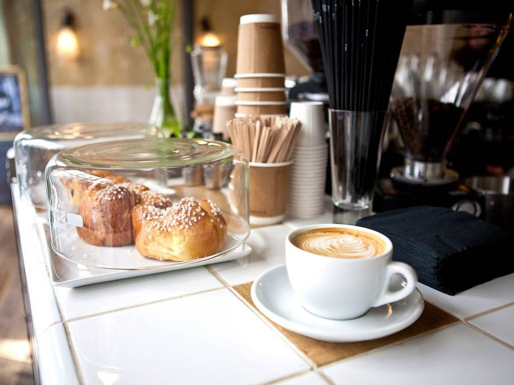 Wholesale paper Cups,  cutlery , Buy bulk coffee shop supplies including hot or cold paper coffee cups