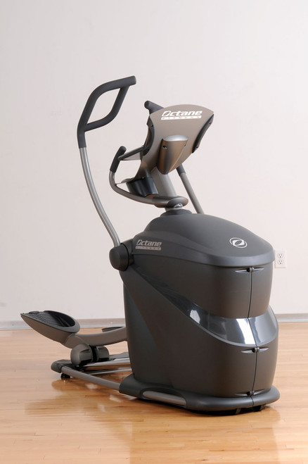Octane Fitness Pro 370 Club Elliptical Cross Trainer