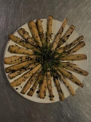 Fernleaf Biscuitroot platter