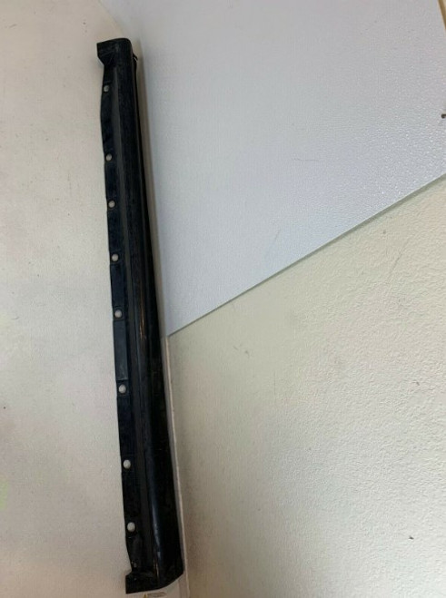GM Right Passenger Side Rocker Panel Side Skirt 02007030 88961027