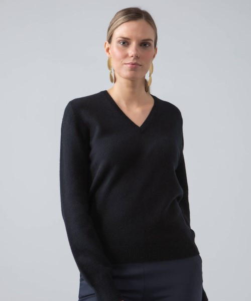 Johnstons Lambswool Classic V-Neck Sweater