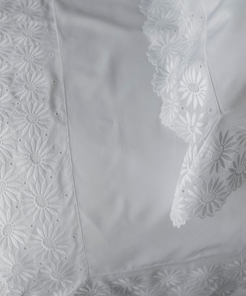 Daisy Floral Lace Collection