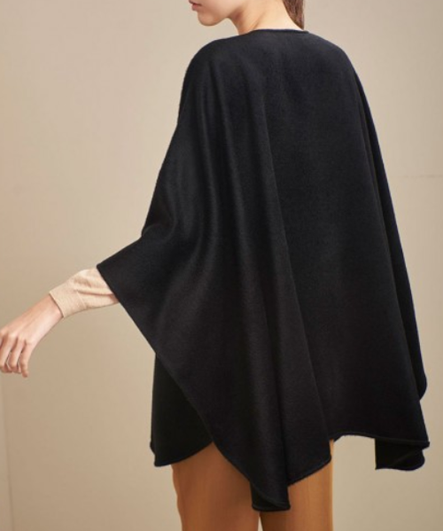 Royal Alpaca Cape in Black