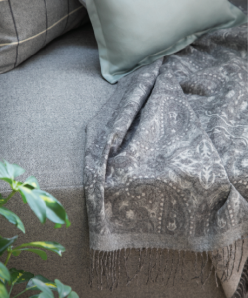 Johnstons Delicate Paisley Throw