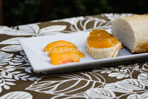 Fleshy chunks of peach in this no-sugar-added conserve