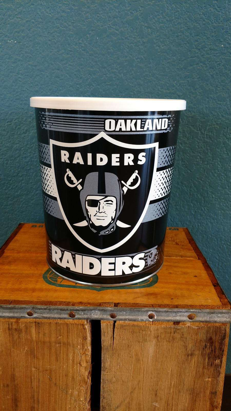 Oakland Raider 1 Gallon Popcorn TIn