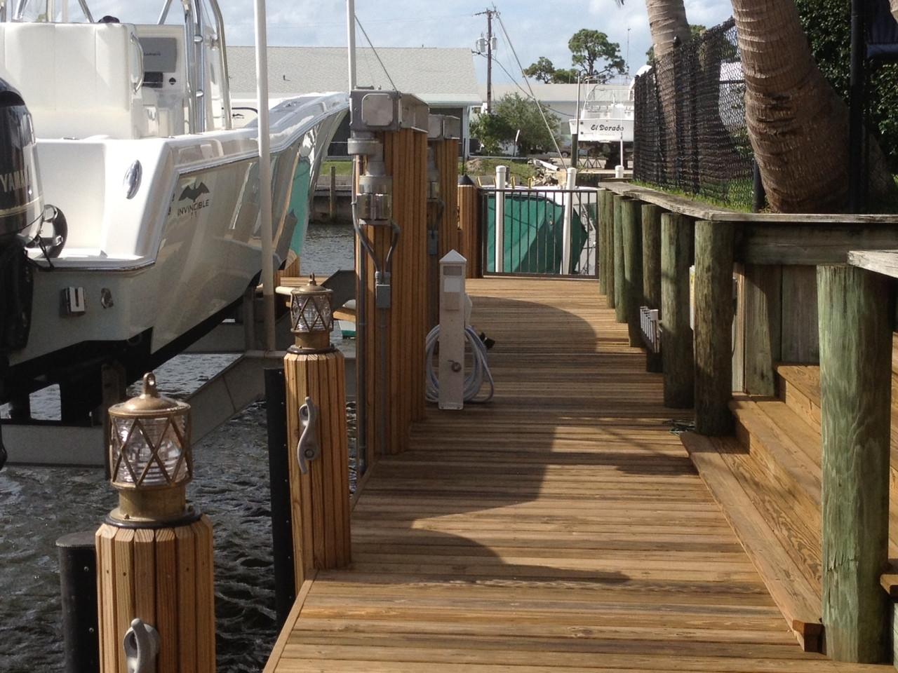 Bronze piling dock lights