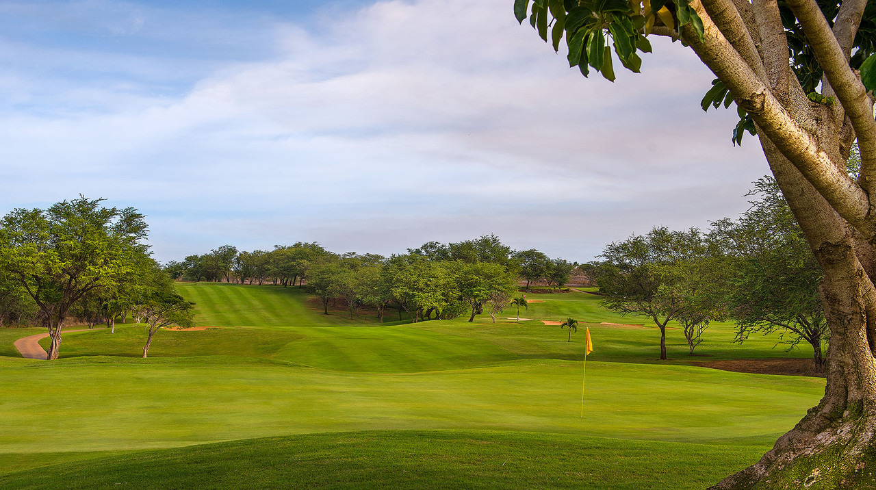 Maui Nui Golf Course | Conveniently located in Kihei town with calm sunny weather | Book NOW with the Maui Golf Shop.