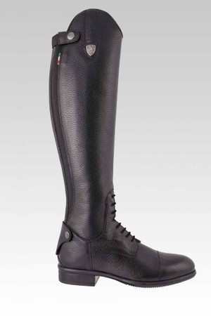 Features grained calfskin leather Exclusive AirBoost Ventilation system Rear Zip with elastic panel for that perfect fit Unisex Sizing