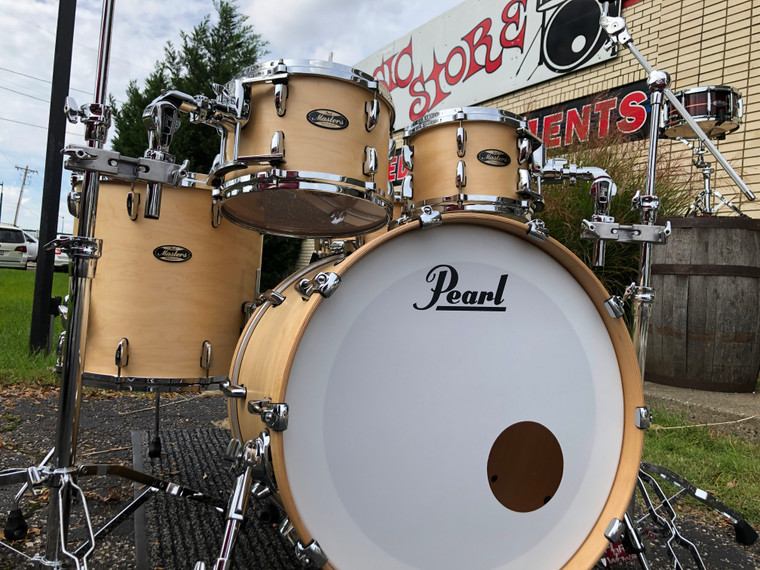 Pearl MMG924XSP Masters Maple Gum Drum Set  - Front View