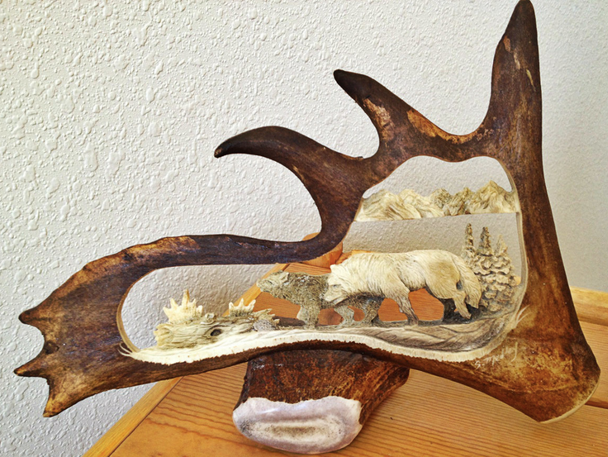 2 Wolves Antler Carving