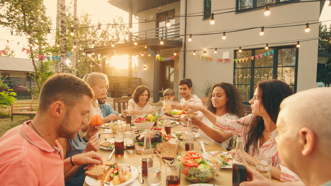4 Entertaining Tips for Your Next Outdoor Event