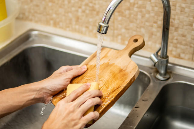 How to Clean Your Wood Cutting Boards: 5 Effective Tips