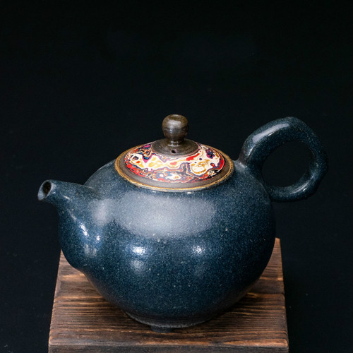 Qi Tao Yao Jin Handmade Wood-Fired Ceremic Teapot