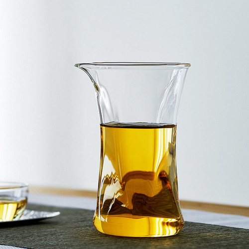 Xiao Man Yao Glass Fair Cup Of Tea Serving Pitcher Creamer 260ml