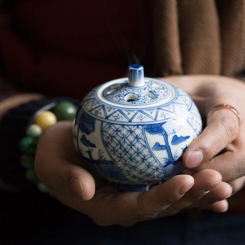Ya Li Qing Hua Ceramic Incense Burner