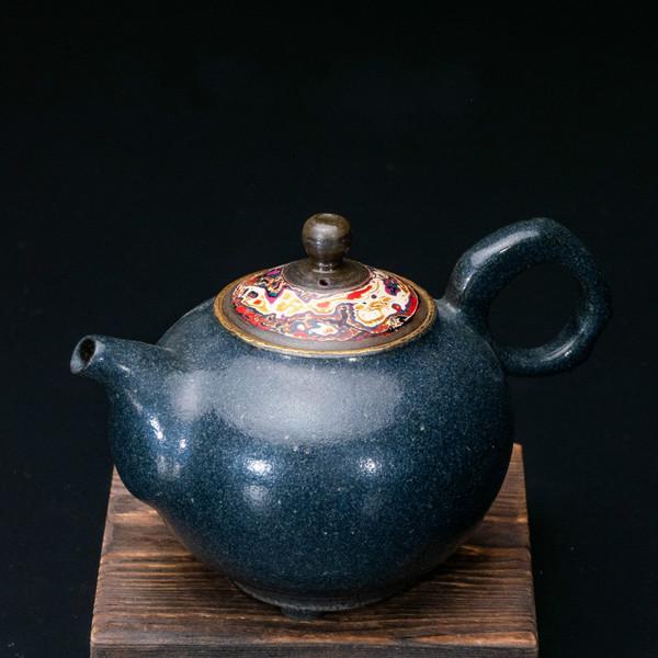 Qi Tao Yao Jin Handmade Wood-Fired Ceremic Teapot
