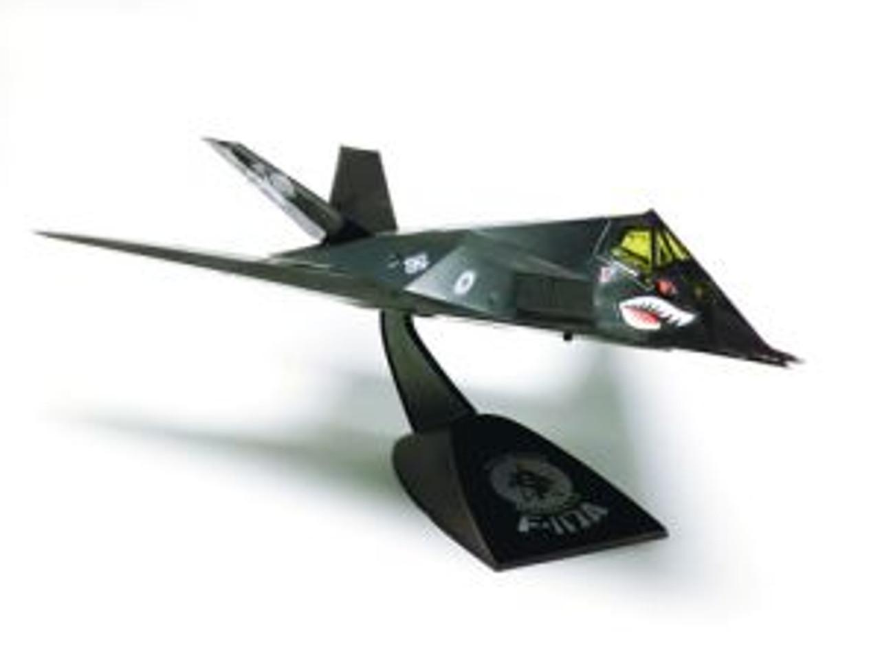 RMX851182  SNAP F-117A Stealth Desktop 1/72