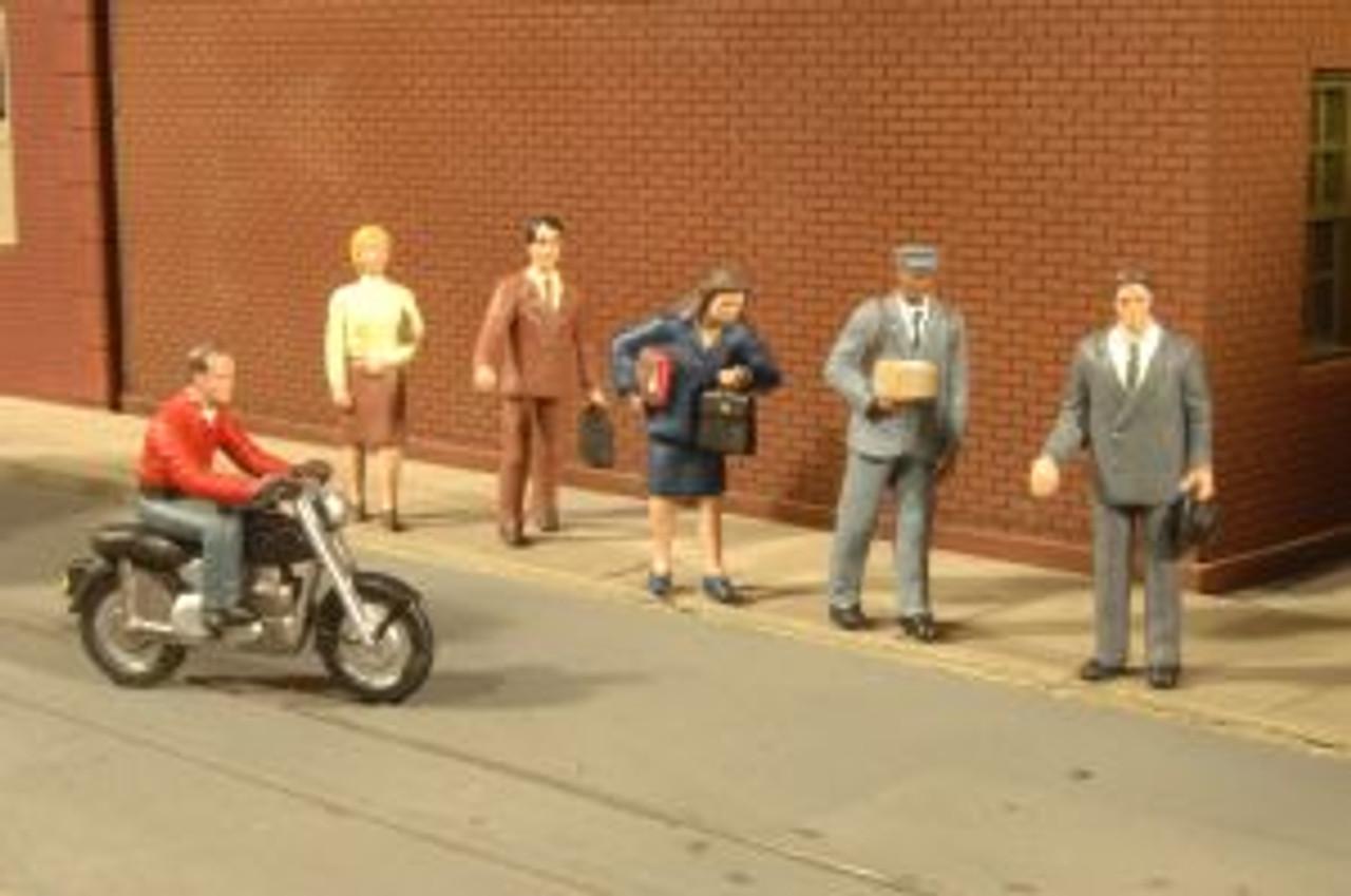 BAC33101  HO City People w/Motorcycle (7)