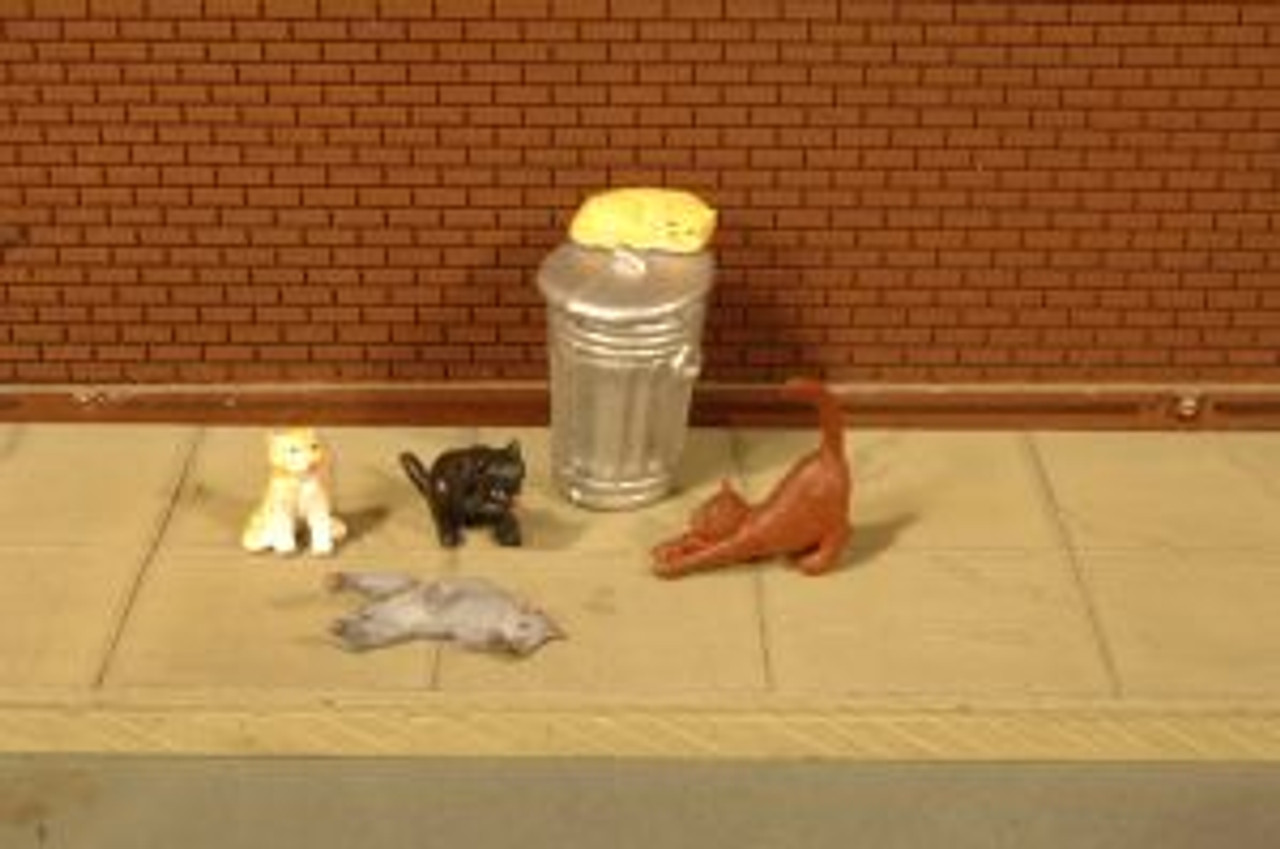 BAC33107  HO Cats w/Garbage Can (6)